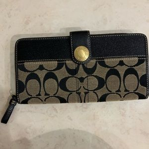 Authentic coach wallet. Great condition.